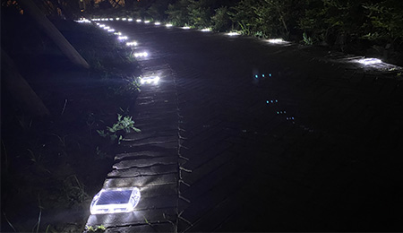 Ultra Thin Solar Cat Eyes Road Studs Were Installed In The Park